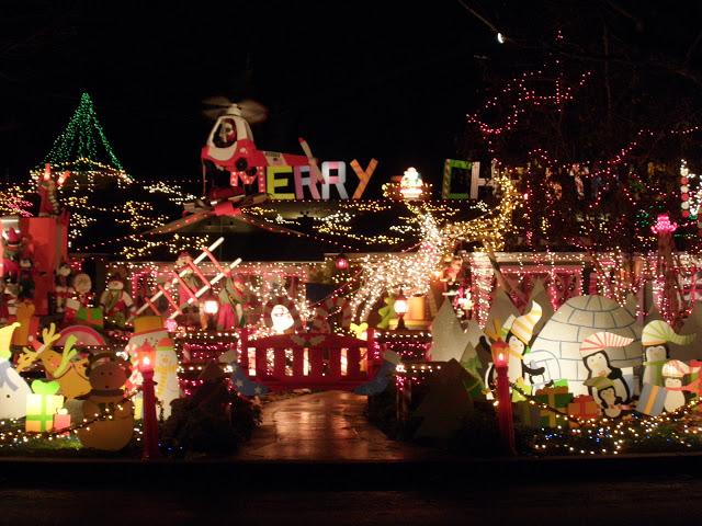 christmaslightshous141210-10