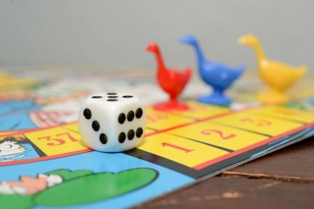盛り上がるクリスマスのパーティゲームとは!子供から大人まで楽しめるゲーム8選
