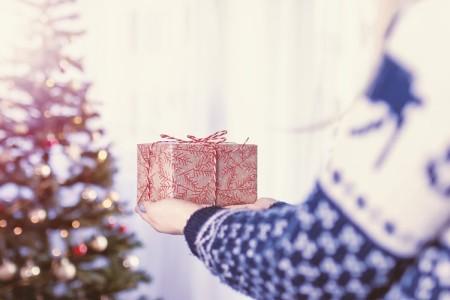好きな男性に贈るクリスマスプレゼント何がいい!?渡し方は?