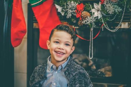 子供にクリスマスプレゼント何歳まであげる?サンタの正体はいつ教える?